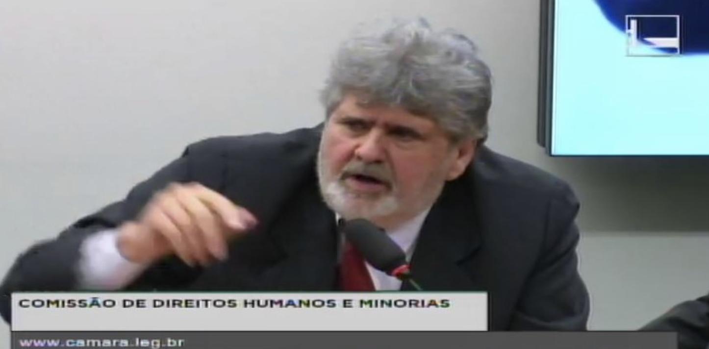 Absolvido, jornalista que ficou 9 meses preso em Minas conta no Congresso as denúncias que foi impedido de fazer contra Aécio; veja os vídeos