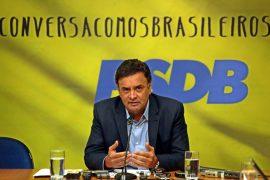 """Enio Verri: Depois de Aécio, megadelatado, dizer que a solução era """"tirar o PT"""", Brasil cai no ranking da corrupção"""