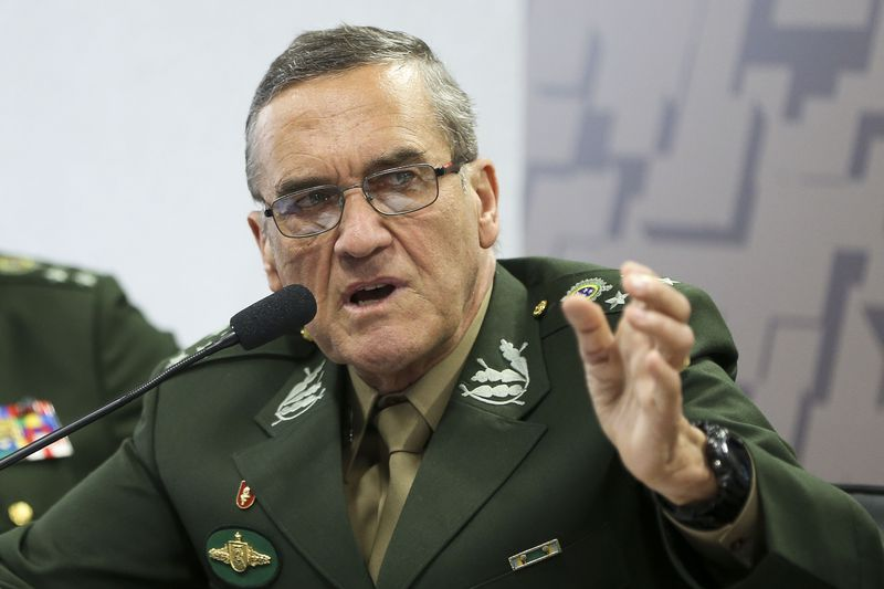 PT denuncia tutela militar sobre o STF admitida pelo comandante do Exército, que tuitou para a Globo ameaça de golpe; veja como foi