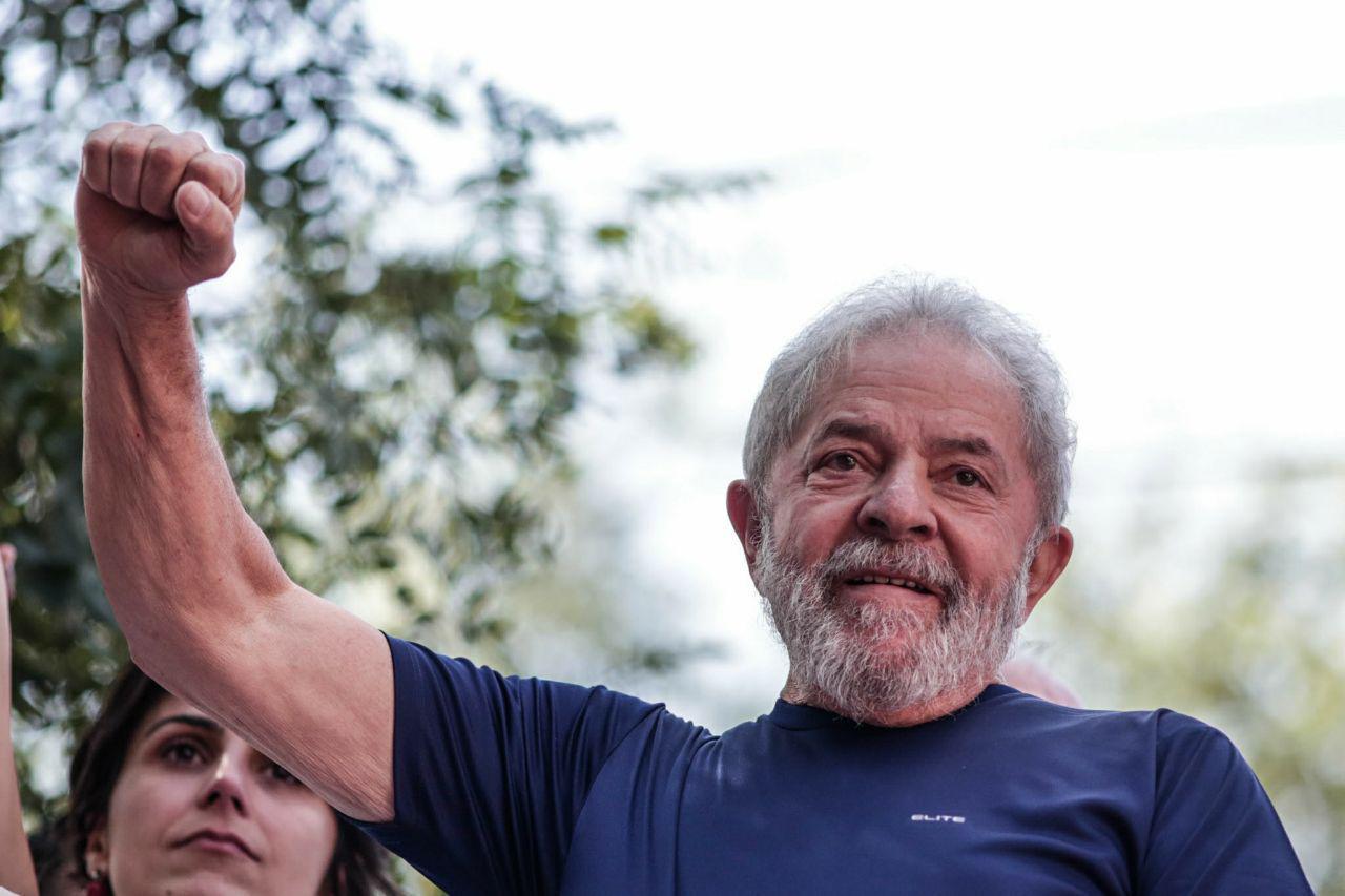 Vítima de provocador, Manuela aponta três motivos para temer pela segurança de Lula