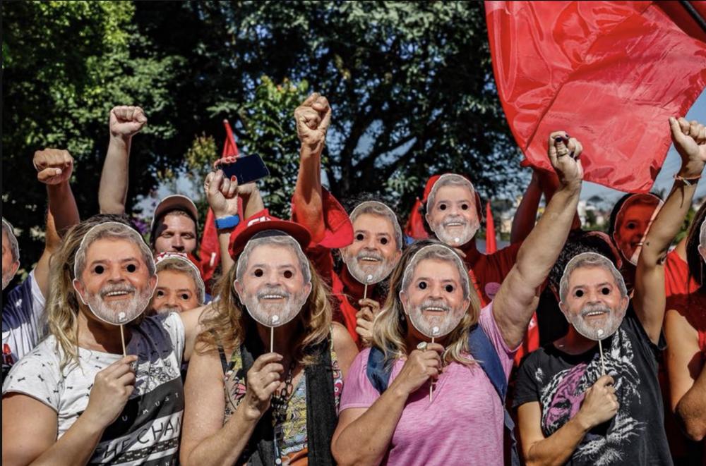Ameaça de multa contra acampamento em Curitiba reforça perseguição da Justiça a Lula e a qualquer aliado do ex-presidente