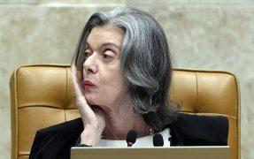 """Em STF """"acovardado"""", Cármen Lúcia age para adiar julgamento de Lula na terça-feira"""