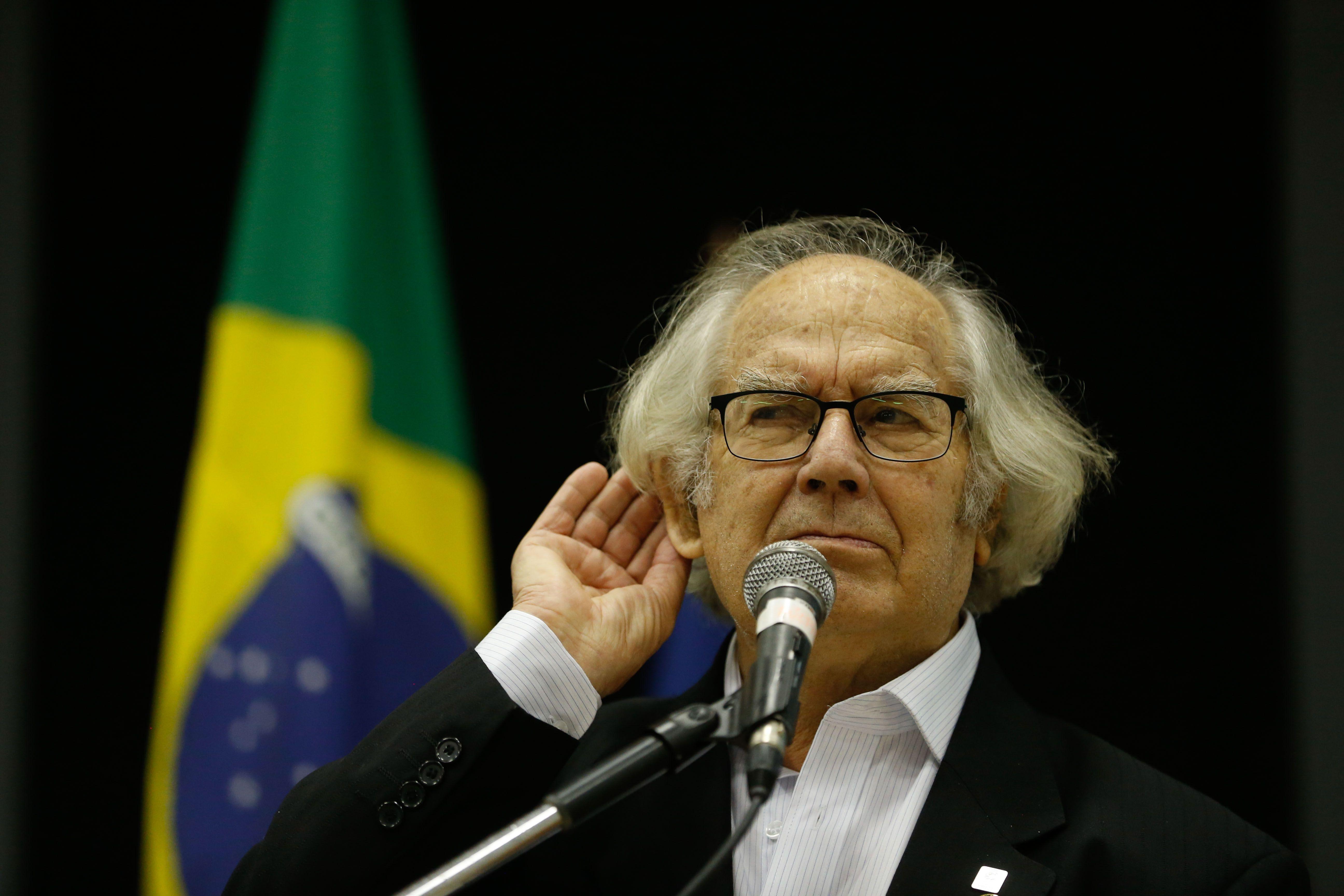 Tânia Mandarino:  Esquivel retornou a Argentina e ainda não há decisão sobre o primeiro pedido de visita a Lula; quando o juiz se cala, cala os direitos