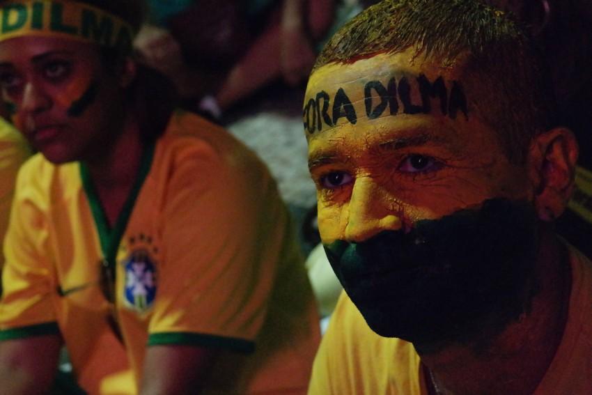 Documentarista britânico volta ao assunto 25 anos depois: Globo, A Fantástica Fábrica de Golpes; veja