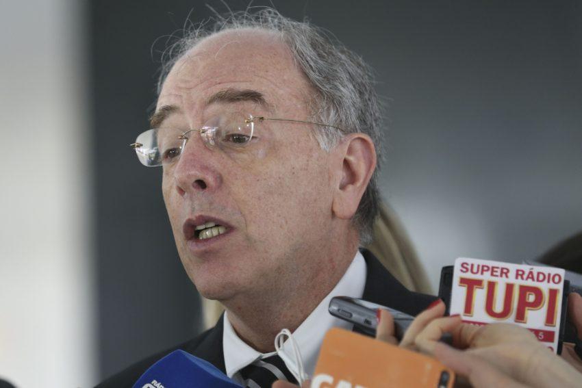 Especialista em petróleo desmascara Pedro Parente: Mesmo que Petrobrás lucrasse 50%, litro do diesel poderia ser vendido a R$ 2,30 nos postos