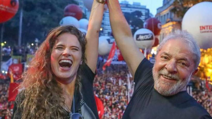 """Em homenagem ao amigo Lula, Ana Cañas lança """"Viverei""""; veja o clipe"""