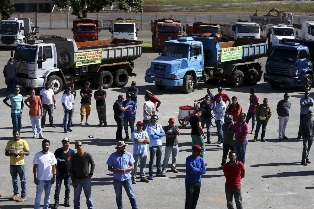 Centrais anunciam apoio à greve dos caminhoneiros