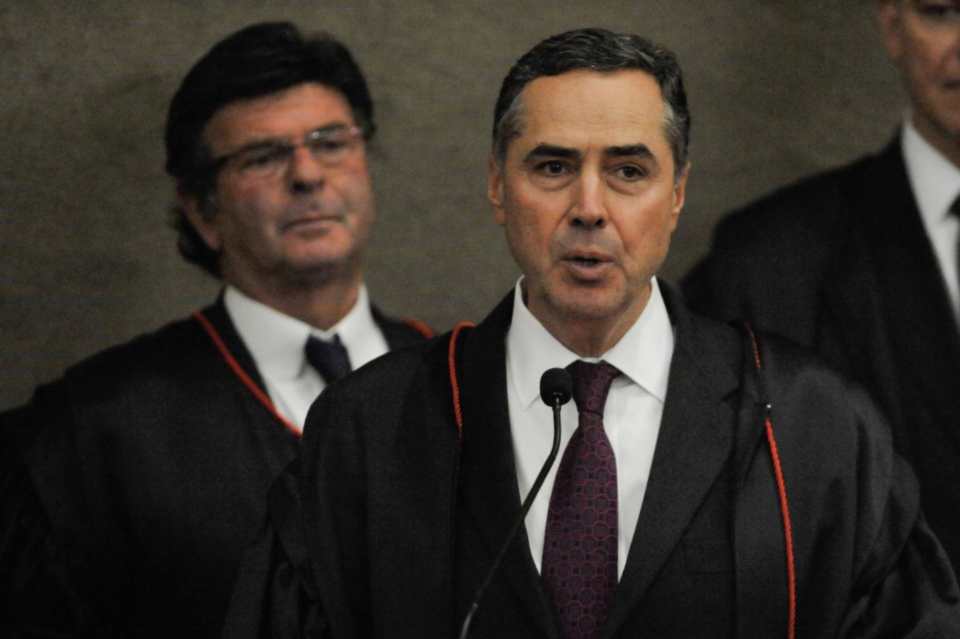 "Roberto Amaral: STF se outorga o poder constituinte e Barroso lidera o ""populismo judicante, penalista, punitivista e demagógico"""