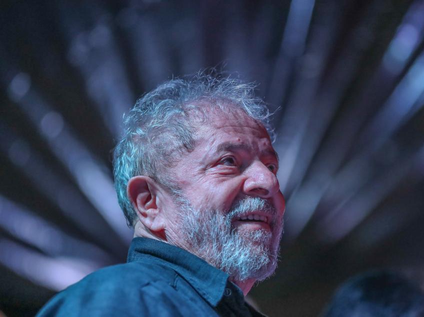 """Excluído de debate, Lula escreve carta à TV Bandeirantes: """"Viola a liberdade de imprensa. O nome disso é censura"""""""