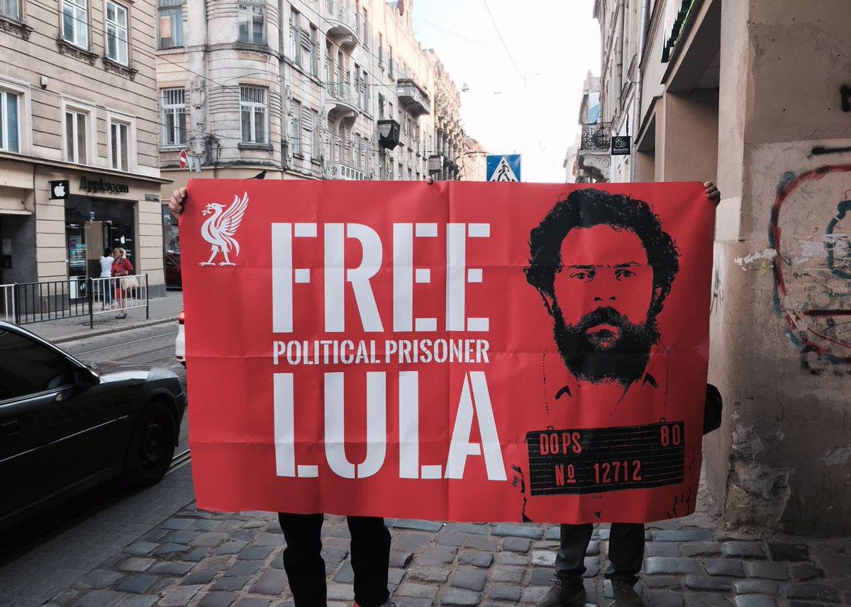 A solidariedade a Lula de torcedores do Liverpool
