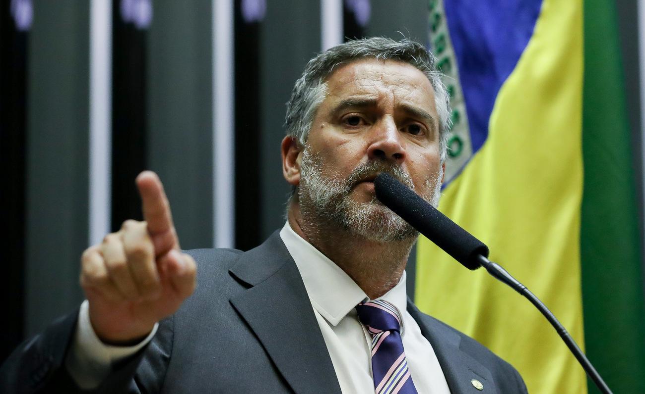 Pimenta aos democratas: Não podemos deixar o Brasil cair nas mãos de um ditador sanguinário; veja vídeo