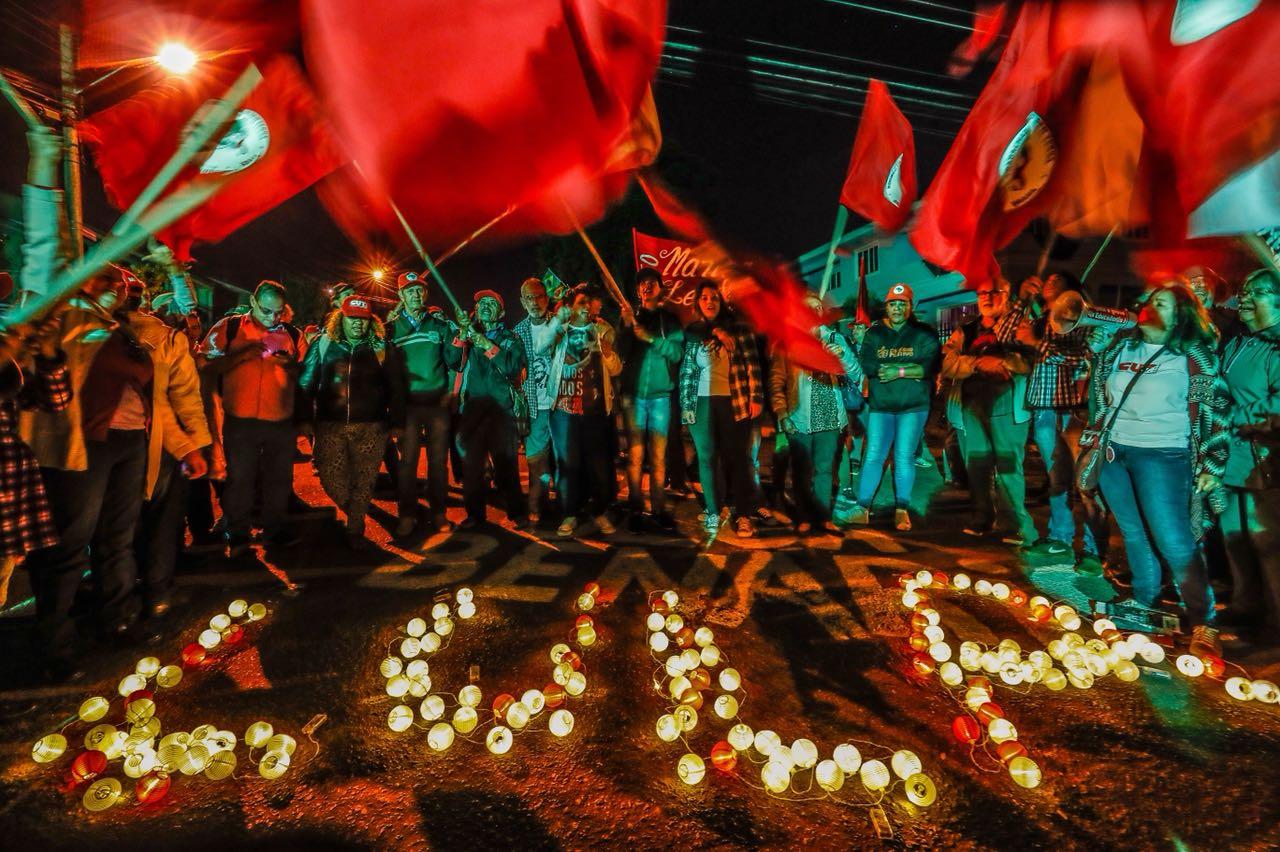 """Parlamentares europeus convocam democratas do mundo inteiro a reagir contra a prisão de Lula: """"Arbitrária, sem provas""""; leia a nota"""