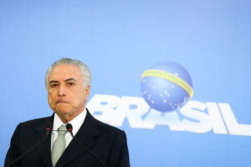 Pelegrino: Temer quer Brasil satélite dos EUA