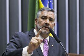 Pimenta: Bolsonaro lembra o general franquista que repetia o lema 'Viva a morte'!