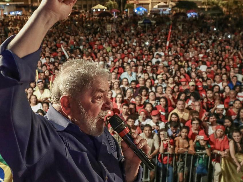 """Lula: """"Não bastou me prender. Querem me calar.  O que temem que eu diga? Vão impedir o curso da democracia no Brasil com absurdos como esse?"""""""