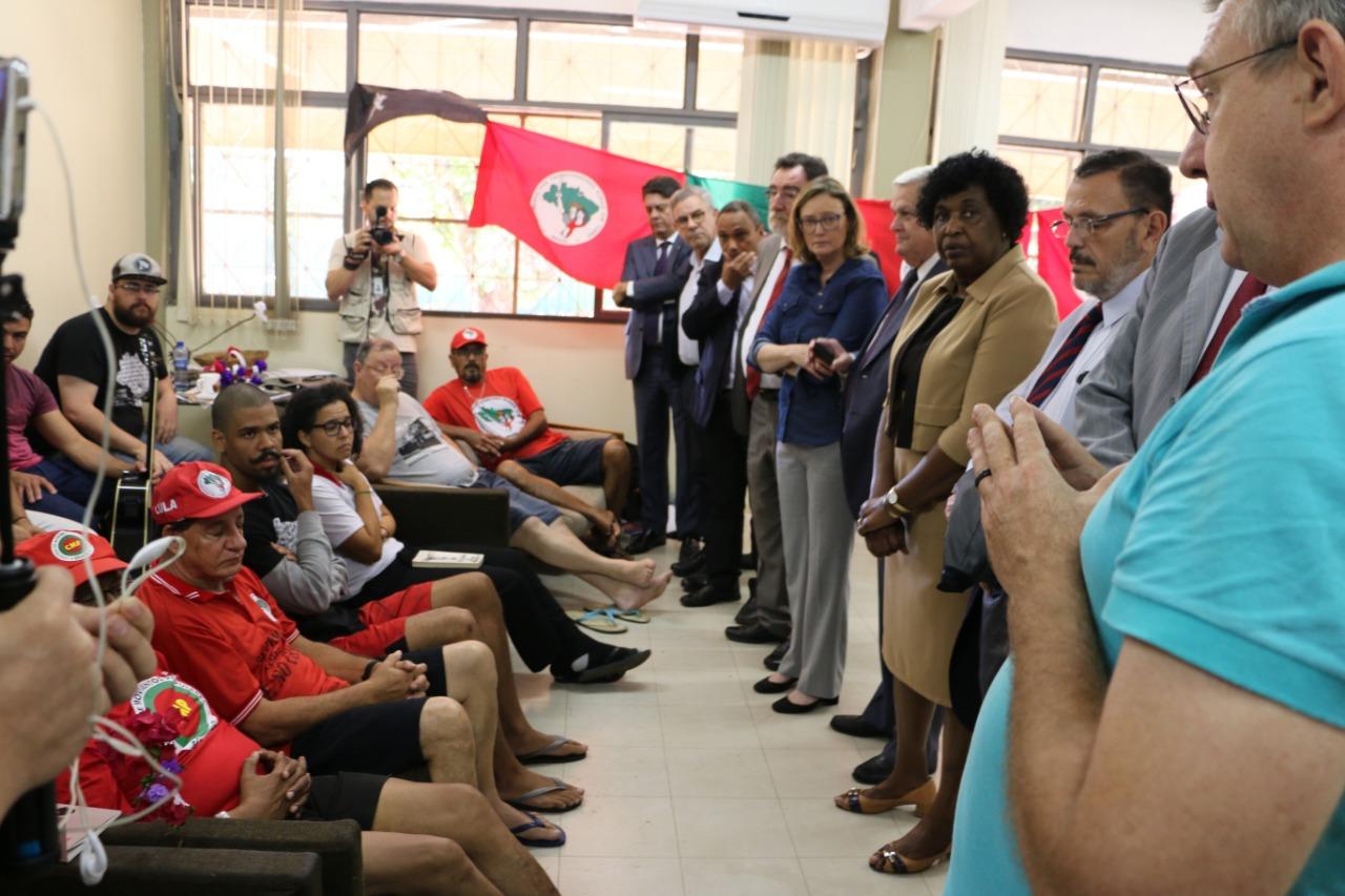"""Via Wadih, Lula manda dizer aos grevistas de fome que """"está muito comovido com o gesto extremo, que põe em risco a própria vida"""""""