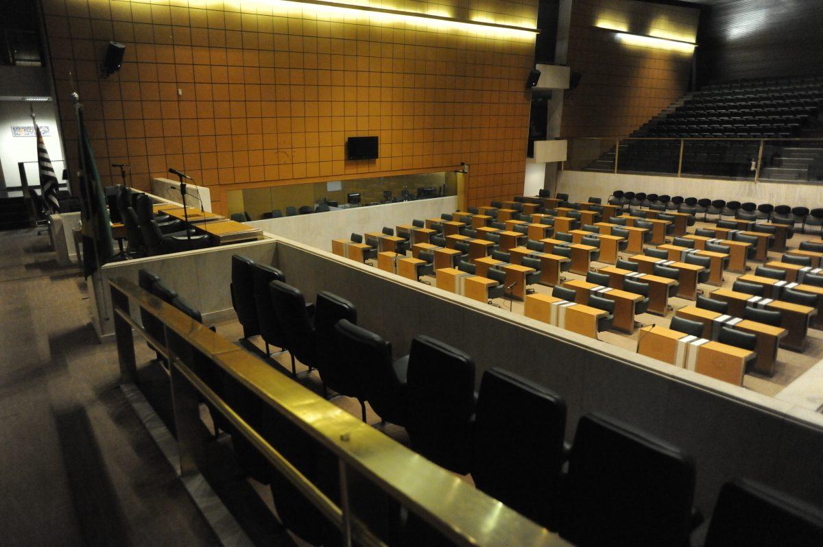 Sem reduzir salário, deputados paulistas suspendem sessões no período eleitoral