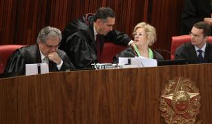 """Santayana: Decisão do TSE foi apenas mais um passo no """"longo processo de combate político"""" a Lula"""