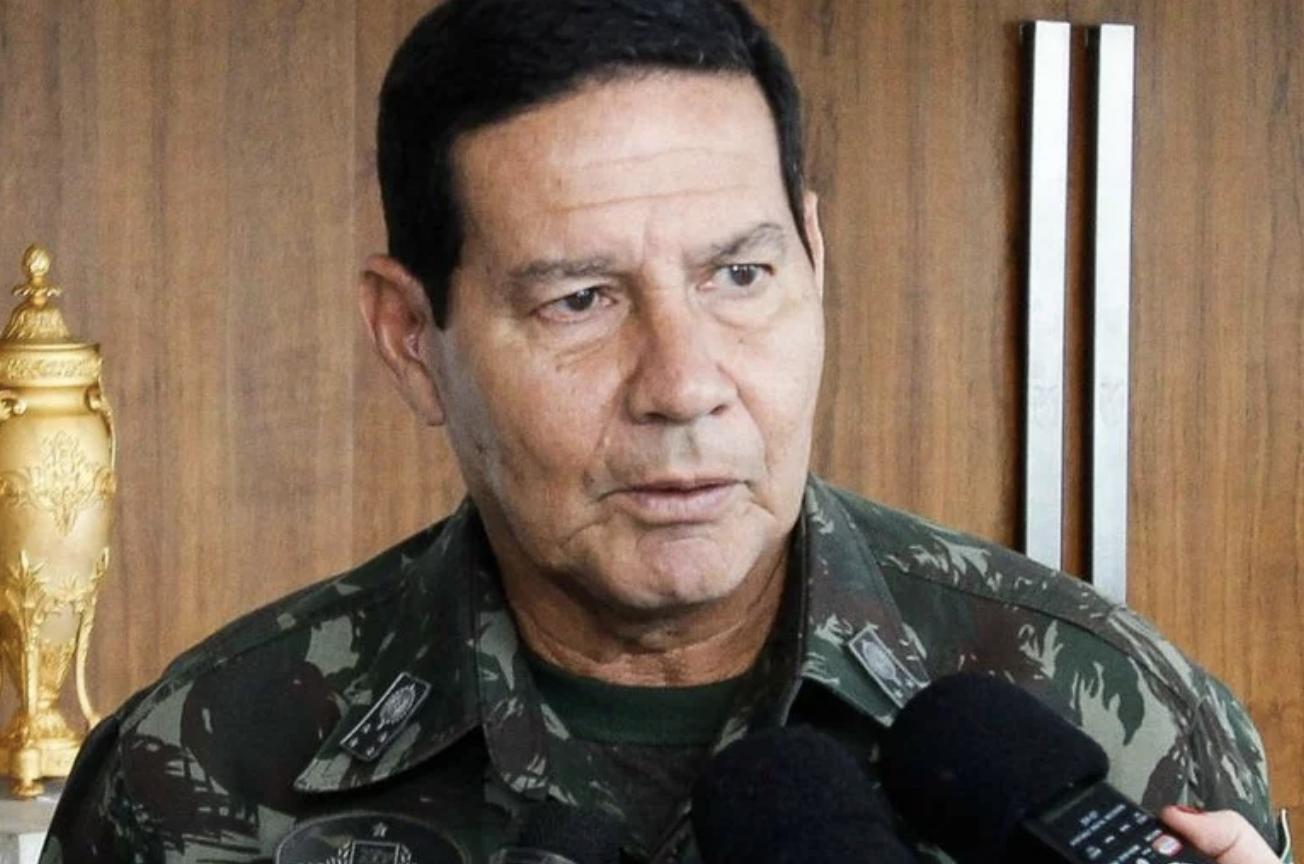 """Acamado, Bolsonaro toma golpe de Mourão, que quer substituí-lo sem dar satisfação aos filhos: """"Não é quermesse de Igreja"""""""