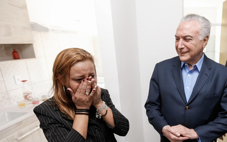 Temer entrega Minha Casa, Minha Vida em Guaratinguetá sob gritos de Lula