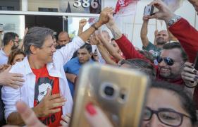 """Em duas semanas, diferença entre Bolsonaro e Haddad caiu de 18 para 6 pontos; """"28% a 22% tá bom"""", reage petista, que tem seis pontos de vantagem no segundo turno"""