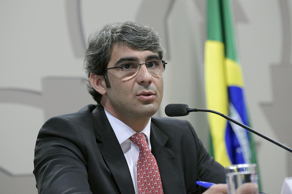Especialistas denunciam aprovação de diretor da ANS: Planos de saúde transformaram a ANS em balcão de negócios