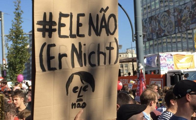 Milhares vão às ruas de Berlim contra a ascensão da extrema-direita — e Bolsonaro é lembrado como um perigo
