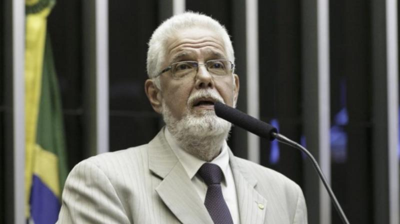 Jorge Solla pede cassação do registro de Bolsonaro por fake news do kit gay
