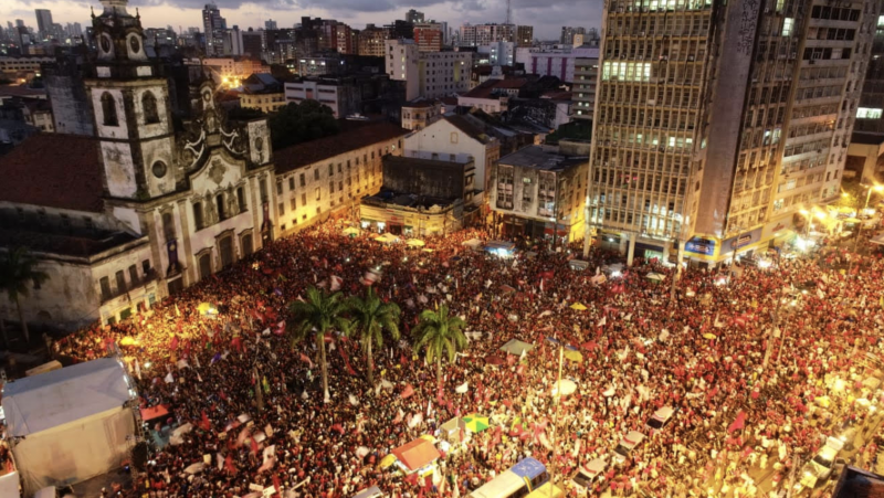 Datafolha confirma que as curvas se inverteram e Haddad já bate Bolsonaro entre os mais jovens; 14% estão indecisos ou vão votar branco ou nulo
