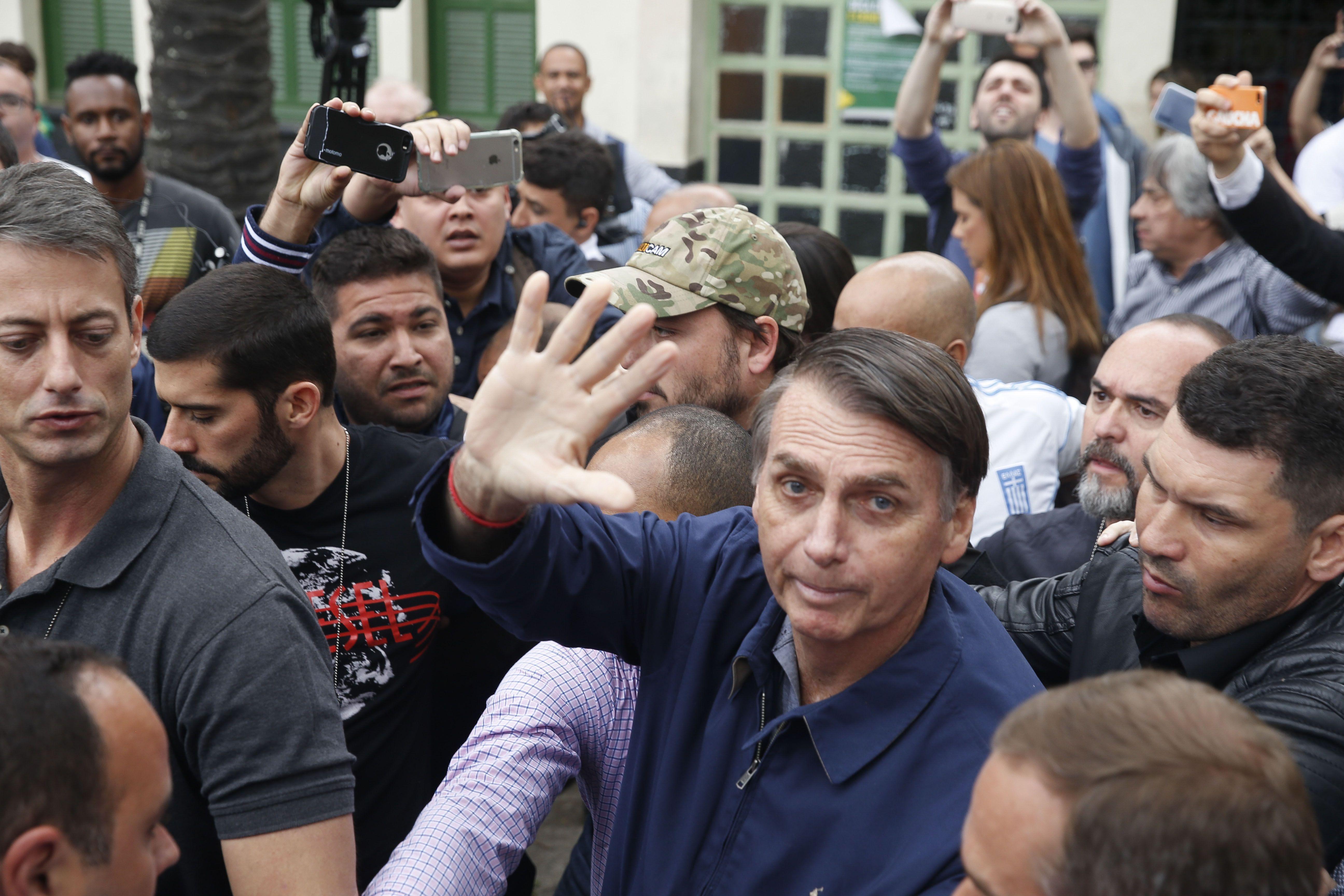 Whatsapp diz que banimento de Flávio Bolsonaro não teve relação com denúncia da Folha