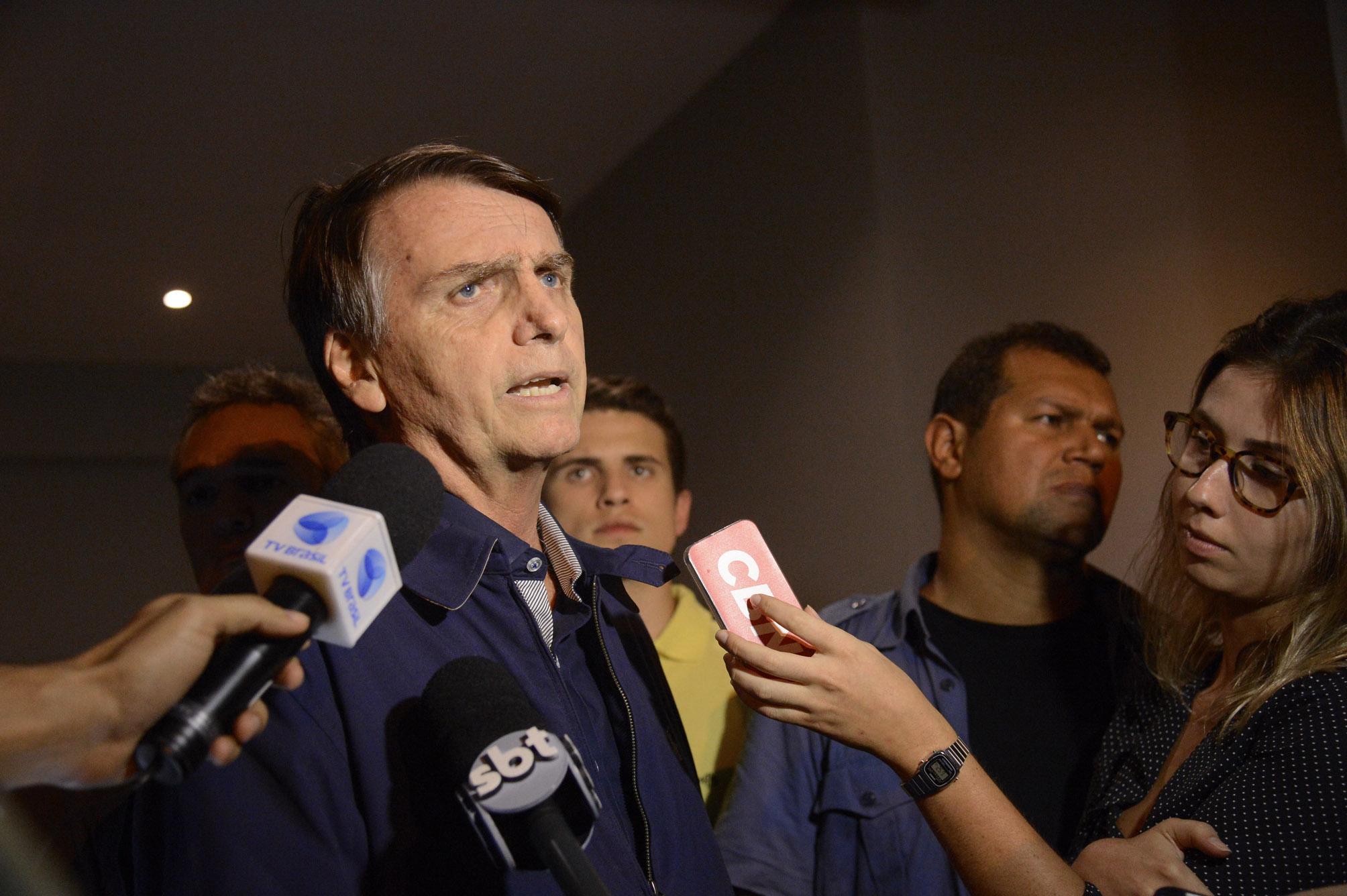 """Em evento de campanha, Bolsonaro promete unir """"homos e héteros"""". Mas, qual Bolsonaro?"""