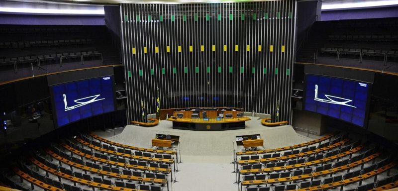 Congresso rompe tradição democrática e veta jornalistas no plenário, mas volta atrás