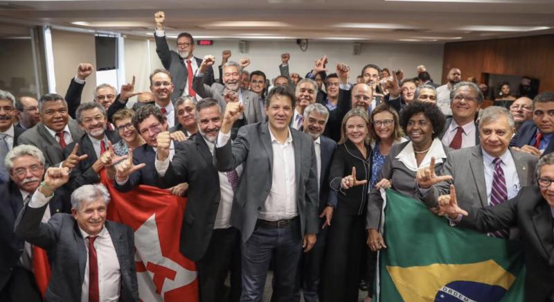 Haddad anuncia ação contra o WhatsApp nos EUA: Democracia brasileira foi atacada e empresa se recusa a abrir dados; veja vídeo