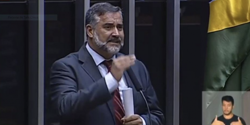 Pimenta denuncia: Não basta a condenação ilegal, a prisão em solitária, destruir história e legado; querem matar Lula; veja vídeo