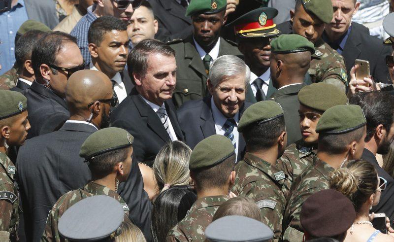 """Depois de Gilmar Mendes dizer que """"exército não é milícia"""", Aras rejeita intervenção — mas deixa a porta aberta em caso de """"desordem"""""""