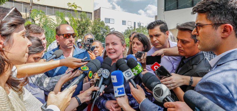 """Bolsonaristas usam nome de repórter da Reuters em mentira contra Gleisi: """"A matéria não foi produzida nem divulgada pela Reuters"""", informa a agência"""