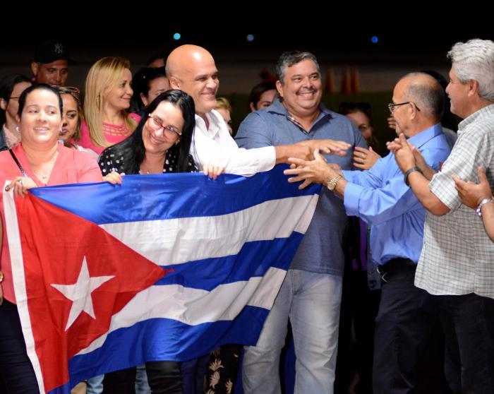 Chegam a Cuba os primeiros médicos a deixar o Brasil; veja o que falam do povo brasileiro