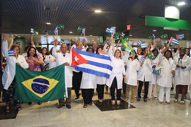 Valeu, Cuba! Homenagem de cariocas aos cubanos do Mais Médicos; veja vídeo