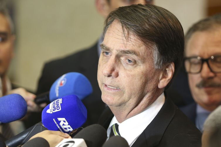 Conselhos de Enfermagem rechaçam fala grosseira e ignorância de Bolsonaro: Exigimos respeito!