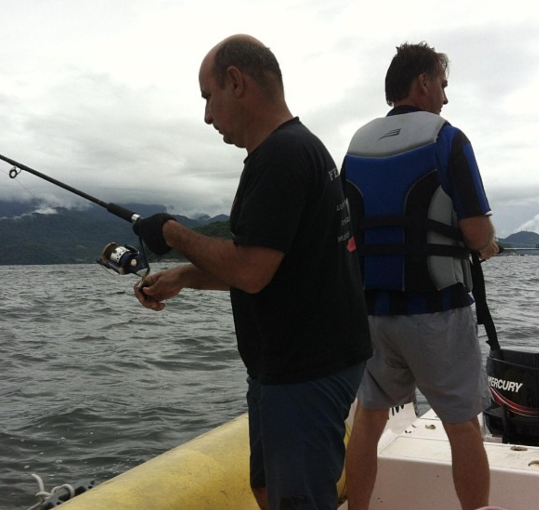 Onde anda o motorista Queiroz, companheiro de pescarias de Bolsonaro?