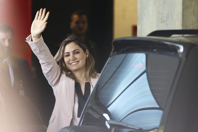 Tio de primeira-dama, que levou R$ 40 mil de Queiroz, é preso por ser miliciano
