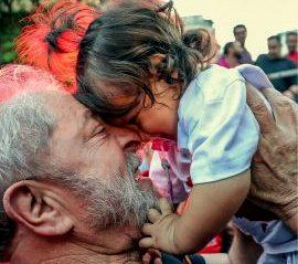 Dilma ao amigo Lula: Não há democracia sem #Lula Livre; que o novo ano seja de liberdade para você e o nosso país