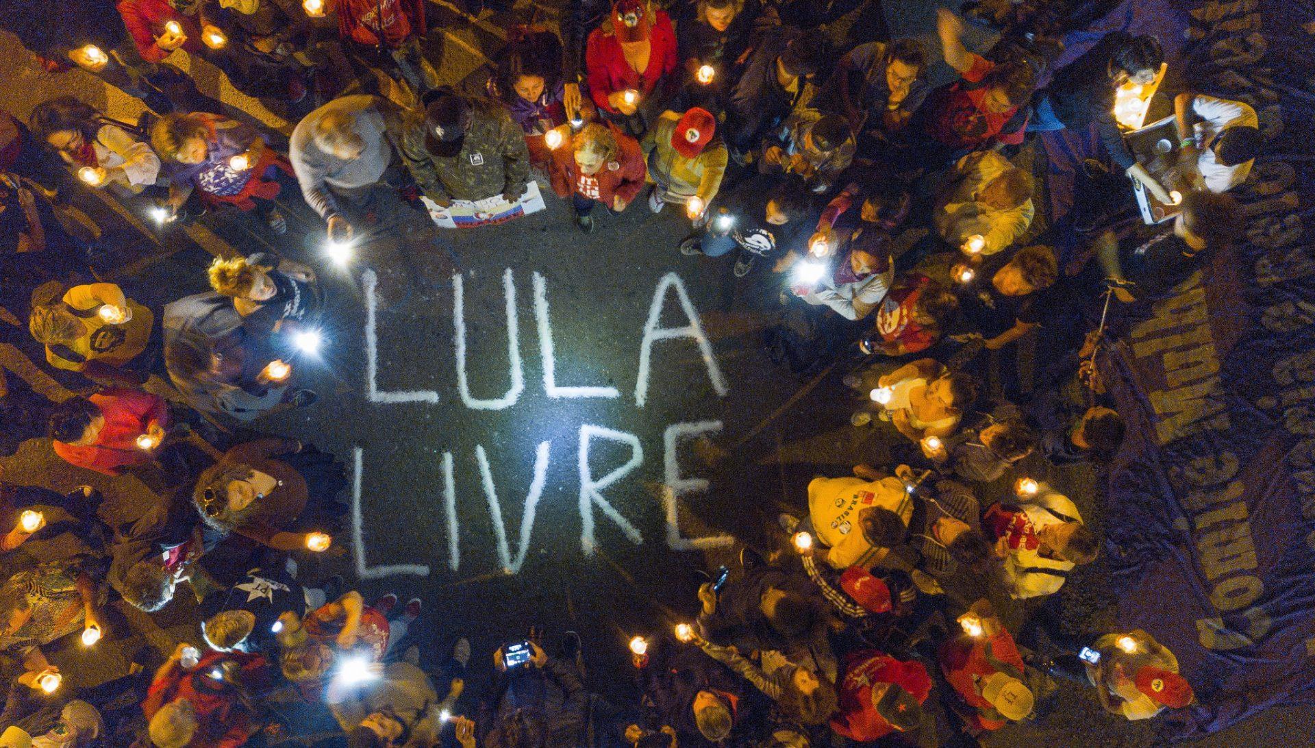 Lula é condenado de novo, desta vez a 13 anos por sítio de Atibaia; Gleisi sugere que é para barrar Nobel