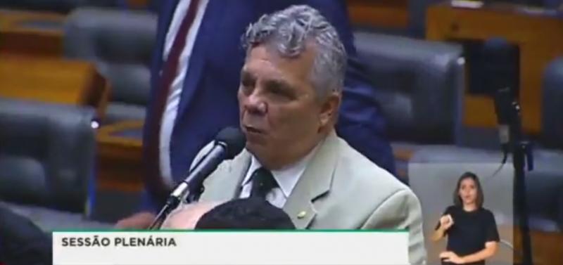 Coordenador da bancada da bala culpa a Globo pelo tiroteio em Campinas e inventa assalto que não houve; veja vídeo