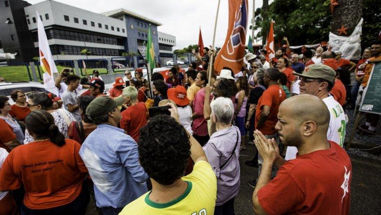 Há 262 dias resistindo em Curitiba, militantes reafirmam solidariedade a Lula na luta contra a perseguição política; leia a carta