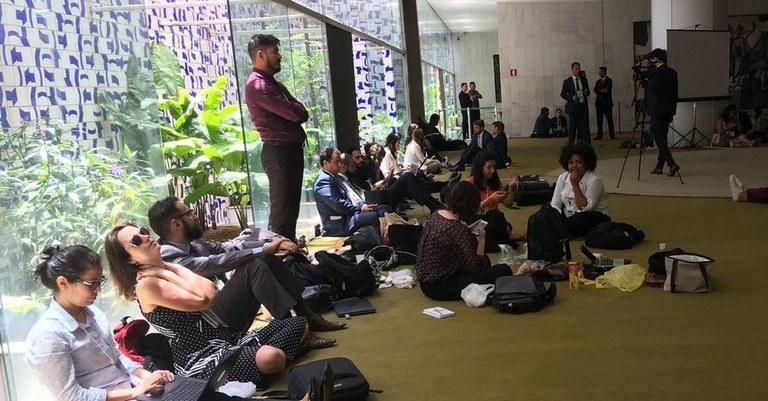 Janio de Freitas: Se respeitada a dignidade da profissão, a imprensa brasileira teria se retirado da cobertura da posse de Bolsonaro como alguns jornalistas estrangeiros