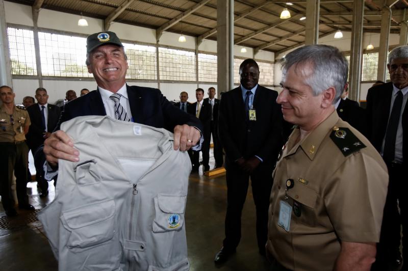 Bolsonaro estuda extinguir a Justiça do Trabalho e fala em acabar com privilégios sem mencionar militares