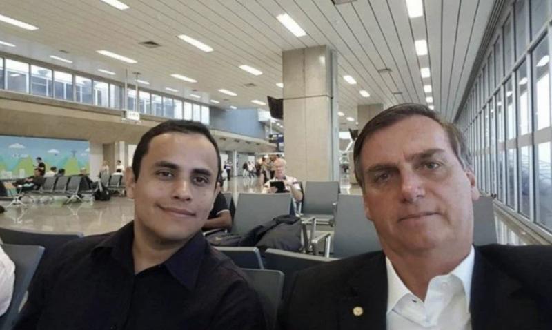 Bolsonaro pagará R$ 13 mil mensais em cargo comissionado a blogueiro que ganhava sem trabalhar na Câmara do Rio