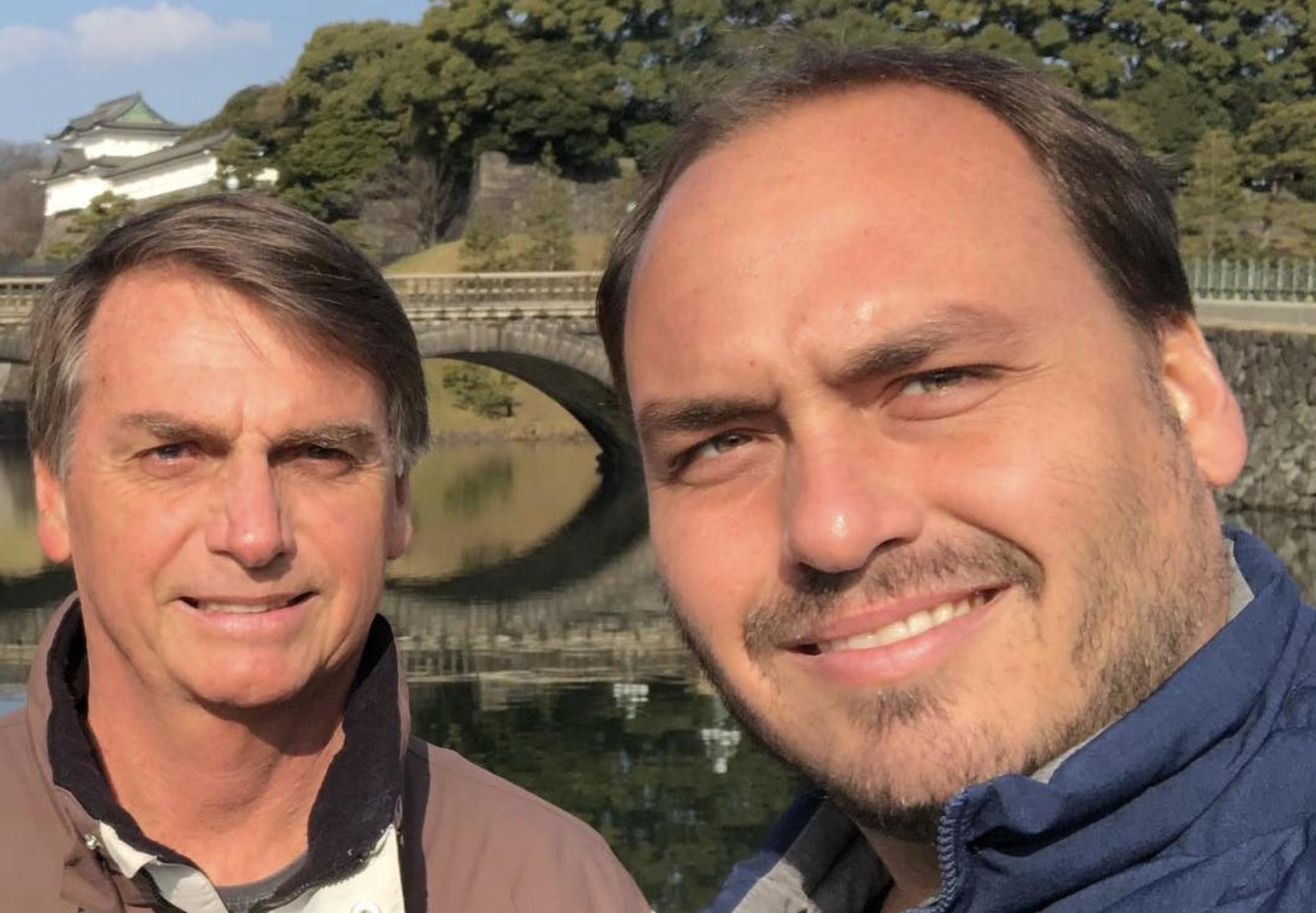 """Depois de Randolfe criticar auxílio mudança dos Bolsonaro """"sem deslocar um pé de meias"""", pitbull Carlos tenta intimidar senador: e o chupão na barriga?"""