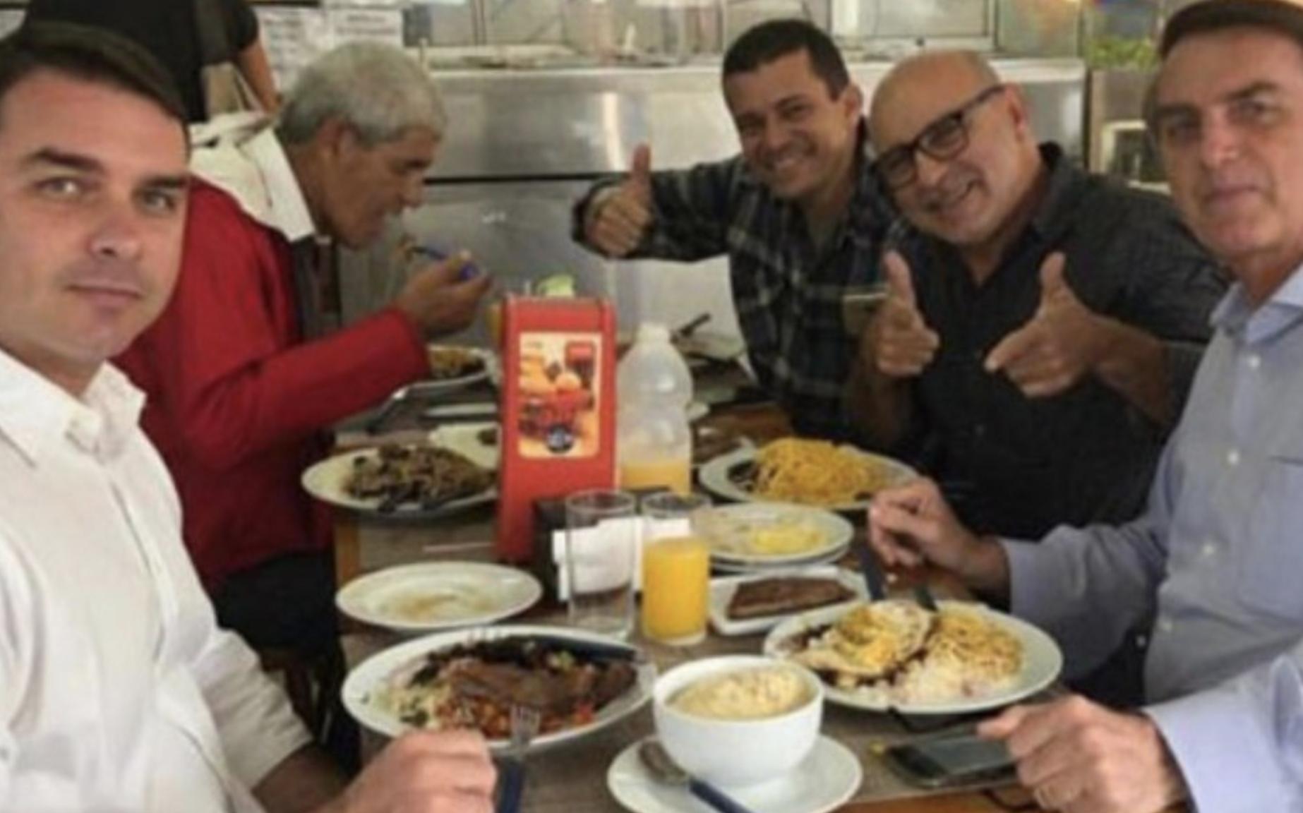 Motorista que movimentou R$ 7 milhões em três anos precisou de R$ 40 mil emprestados de Jair Bolsonaro. Esta é a versão oficial